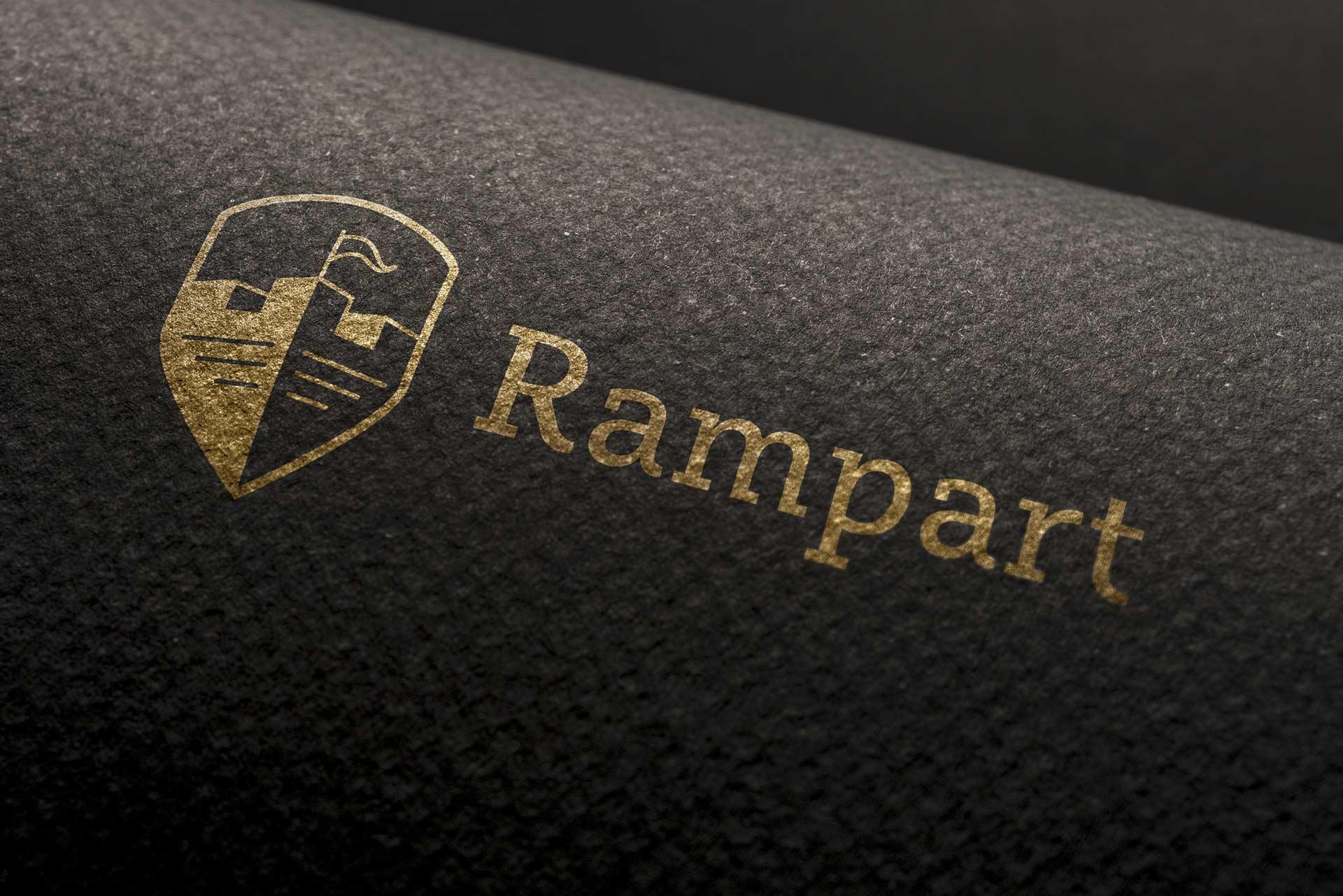 Dizajn logotipa i aplikacija na tekstilu za konsultantsku agenciju Rampart - zlatotiska