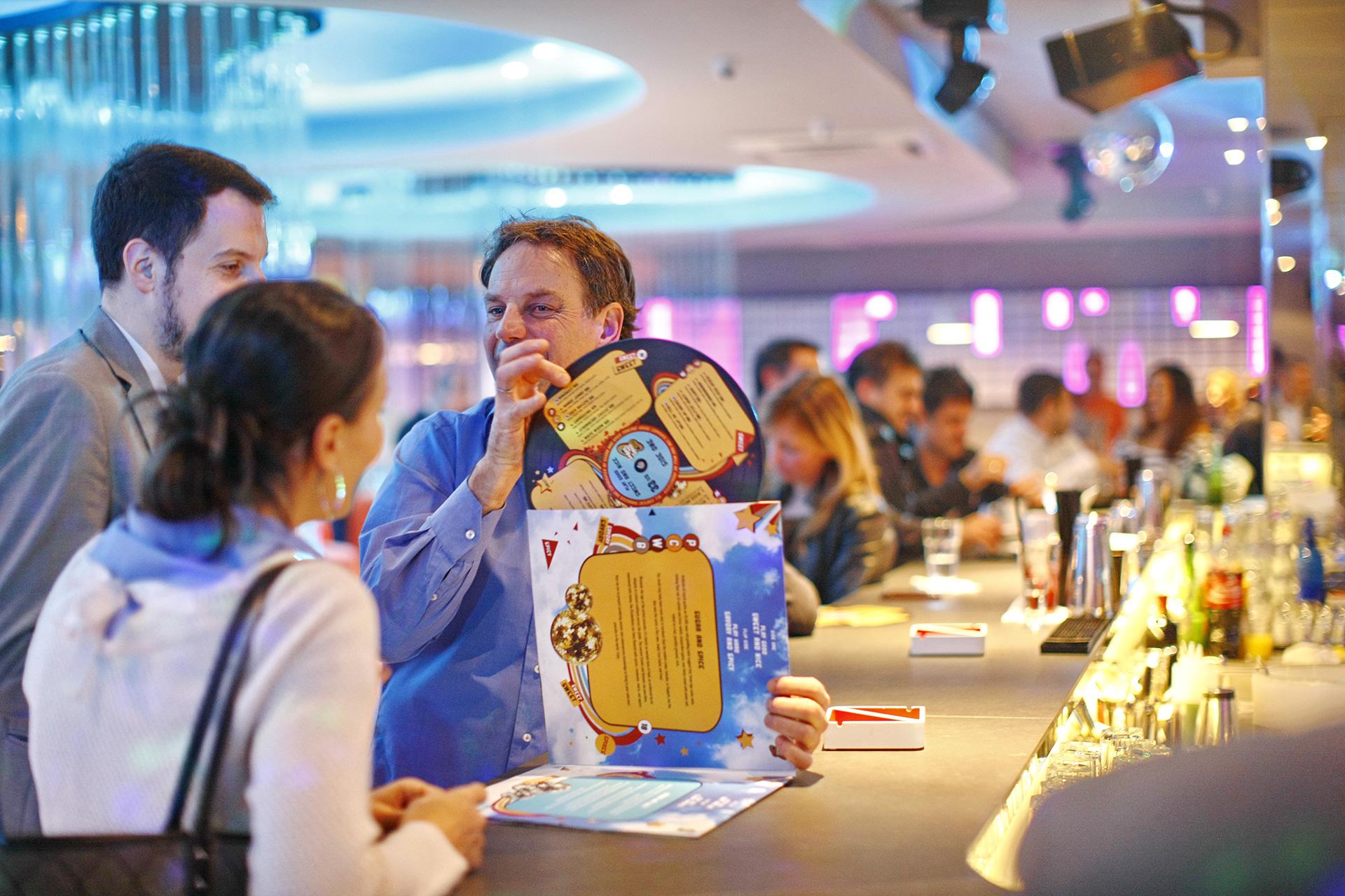 Fotografija enterijera i dizajniranog menija u obliku ploče za restoran Sugar and Spice Beograd